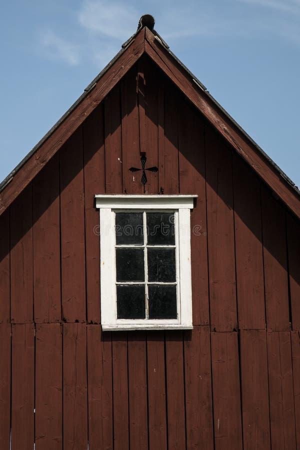 gammalt fönster för ladugård fotografering för bildbyråer