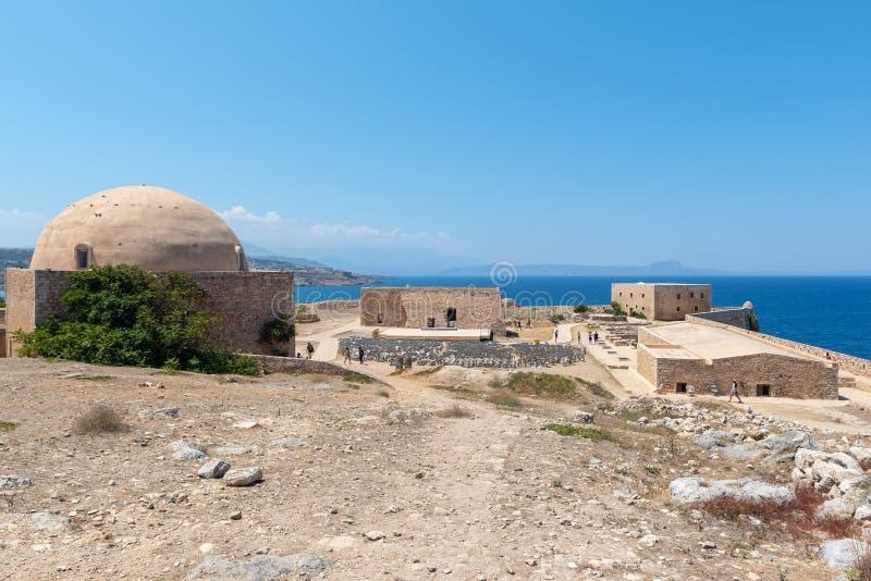 Gammalt fördärvar av fästning, lokaliserat på den Rethymno staden, Kretaön, Grekland arkivfoton