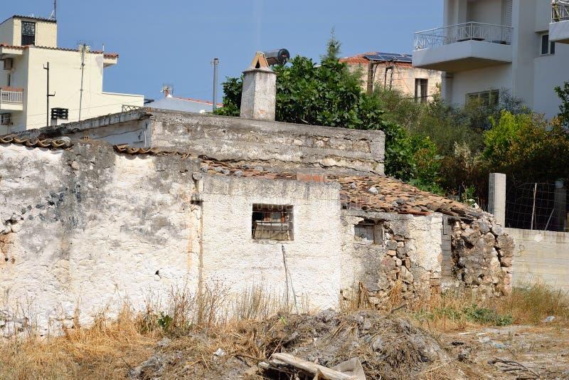 Gammalt förstört obebott hus arkivbilder