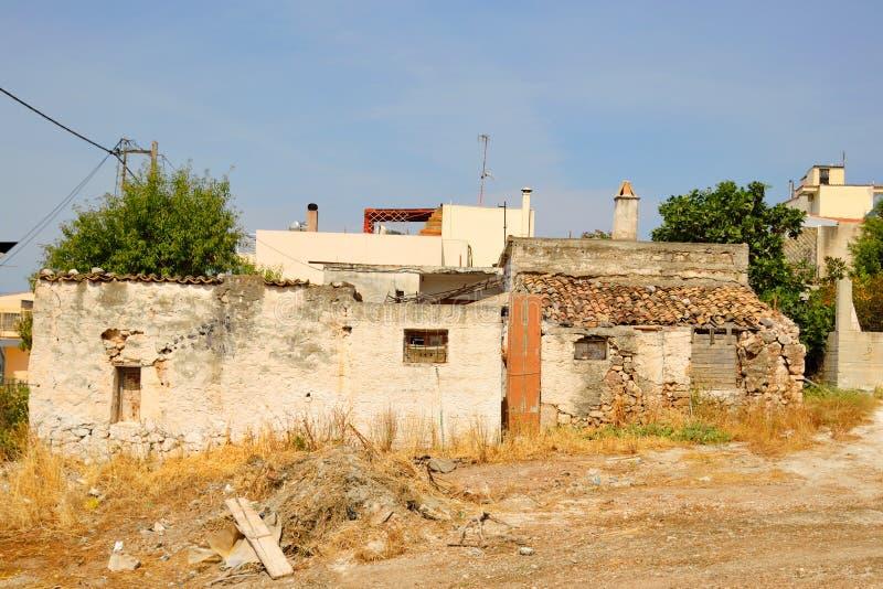 Gammalt förstört obebott hus royaltyfri fotografi