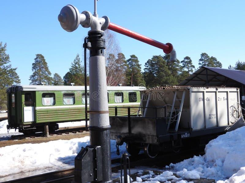 Gammalt frilufts- Pereslavl för ångalokomotiv museum i vinter, Ryssland arkivfoton