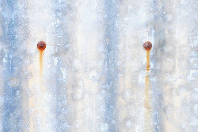 Gammalt galvaniserat rostigt täcker mönstrat royaltyfri fotografi