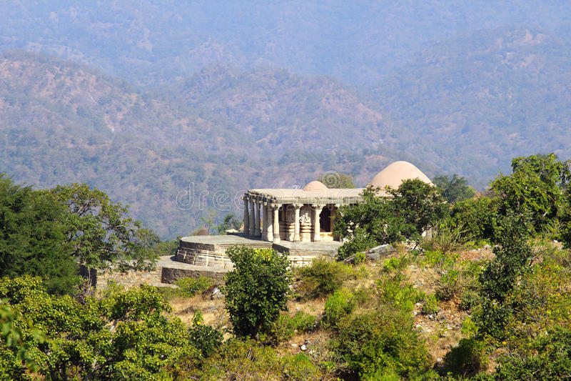 Gammalt hinduismtempel i kumbhalgarhfort arkivfoto