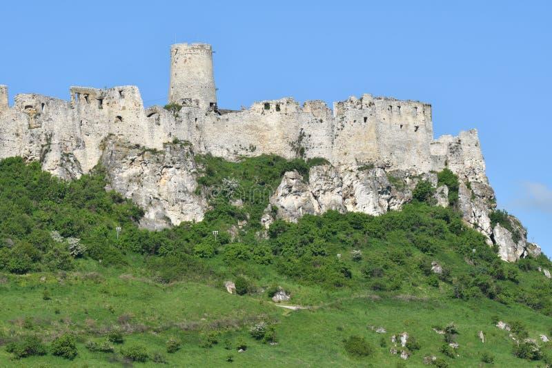 gammalt historiskt fördärvar av slotten Spis i Slovakien royaltyfria foton