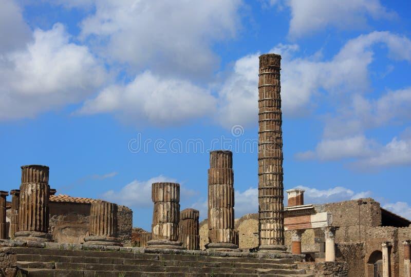 Gammalt historiskt fördärvar den Pompey staden nära den Vesuvius vulkan I sunn fotografering för bildbyråer