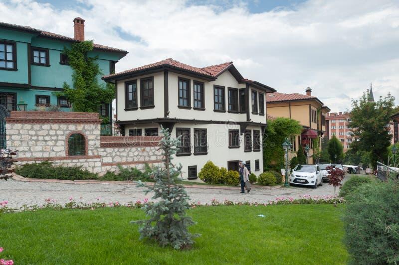 Gammalt historiskt traditionellt turkiskt hus på yttersidan i Eskisehir Turkiet 2014 royaltyfri fotografi