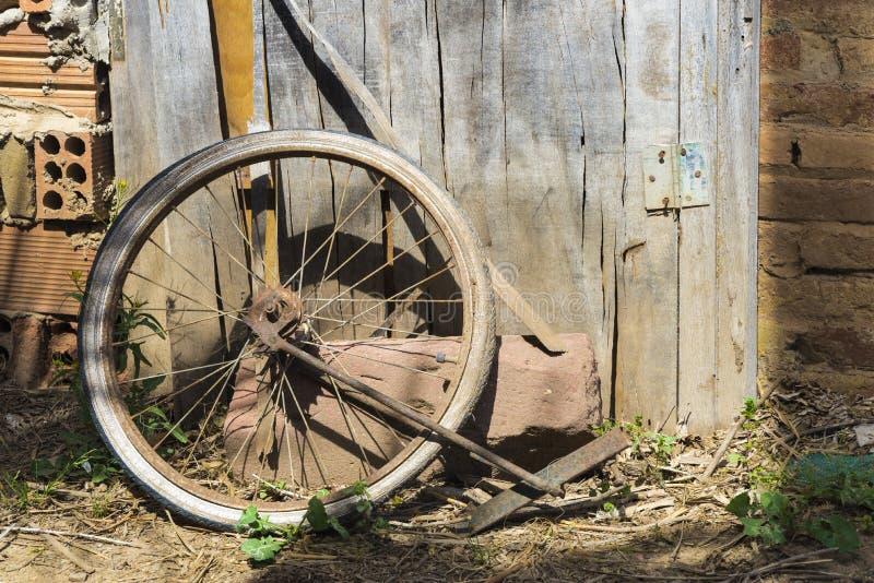 gammalt hjul för cykel royaltyfri fotografi