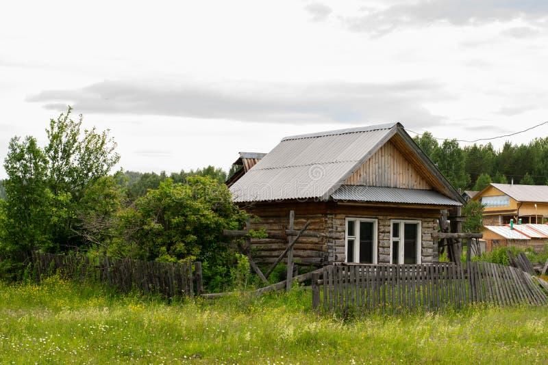 Gammalt hus i den Mauk byn fotografering för bildbyråer