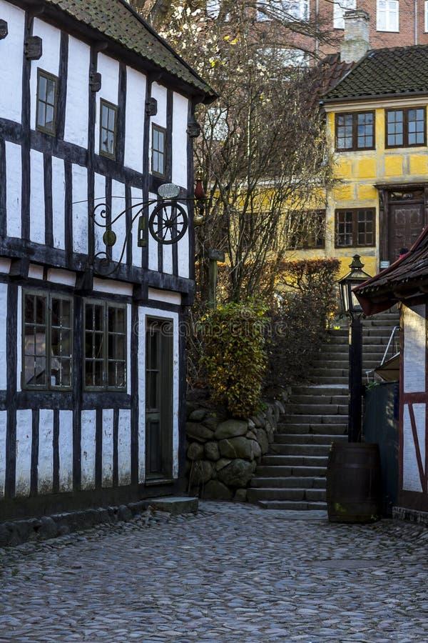 Gammalt hus i det gamla området av Århus, Danmark royaltyfri foto