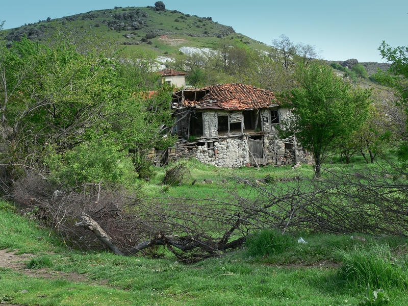 Gammalt hus i det Rhodope berget, Bulgarien royaltyfria foton