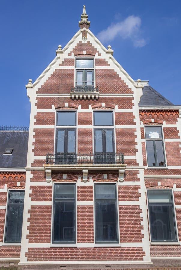 Gammalt hus i mitten av Winschoten arkivfoto