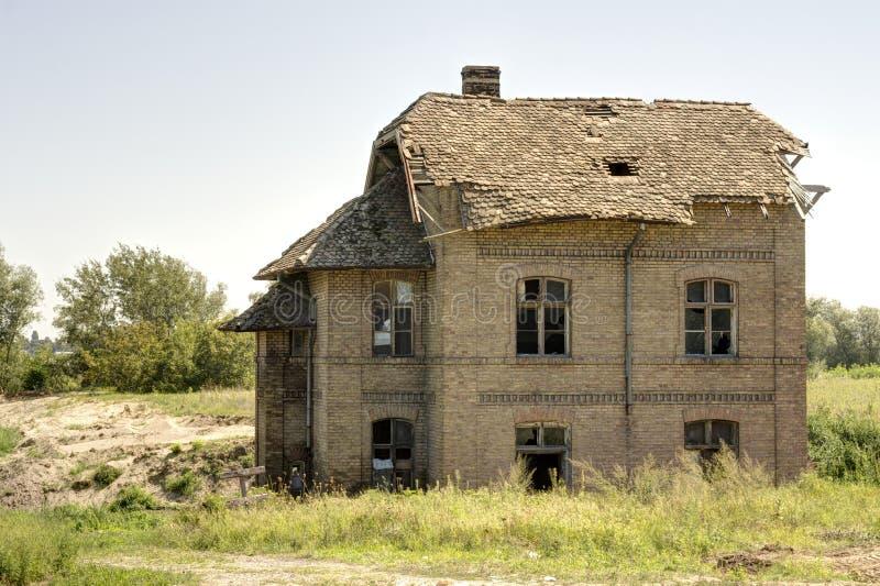 Gammalt hus som göras av tegelstenar fotografering för bildbyråer