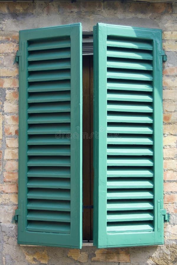 Gammalt italienskt fönster arkivfoton