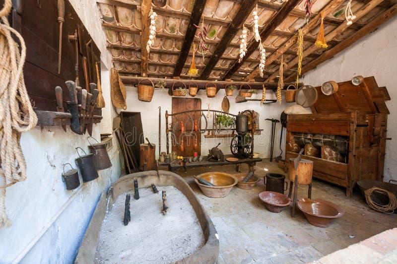 gammalt kök Medeltida säteri-museum La Granja på ön royaltyfri foto