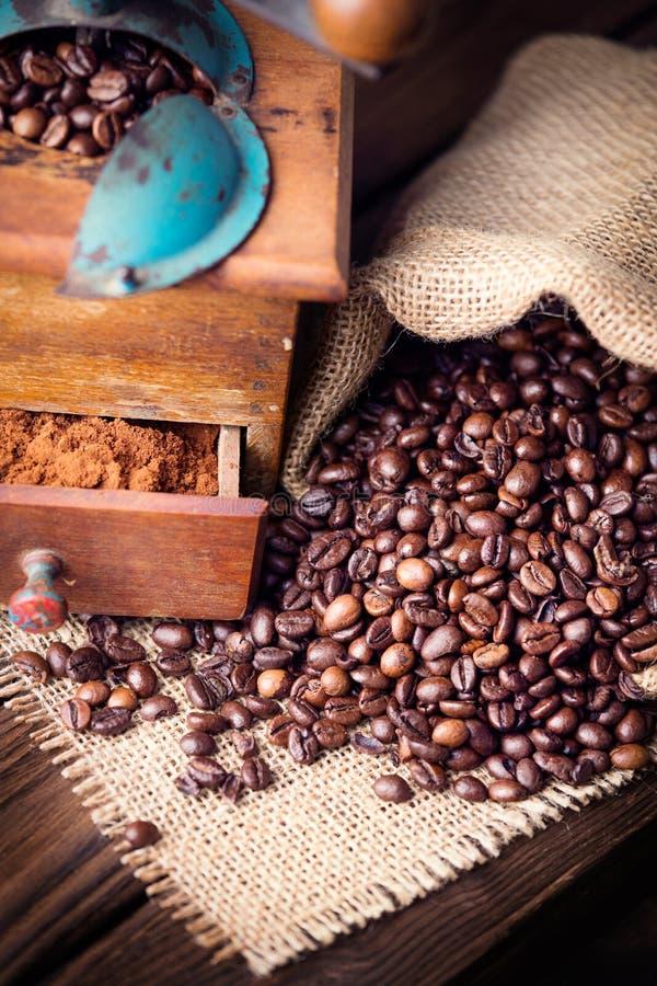 Gammalt kaffe maler arkivbild