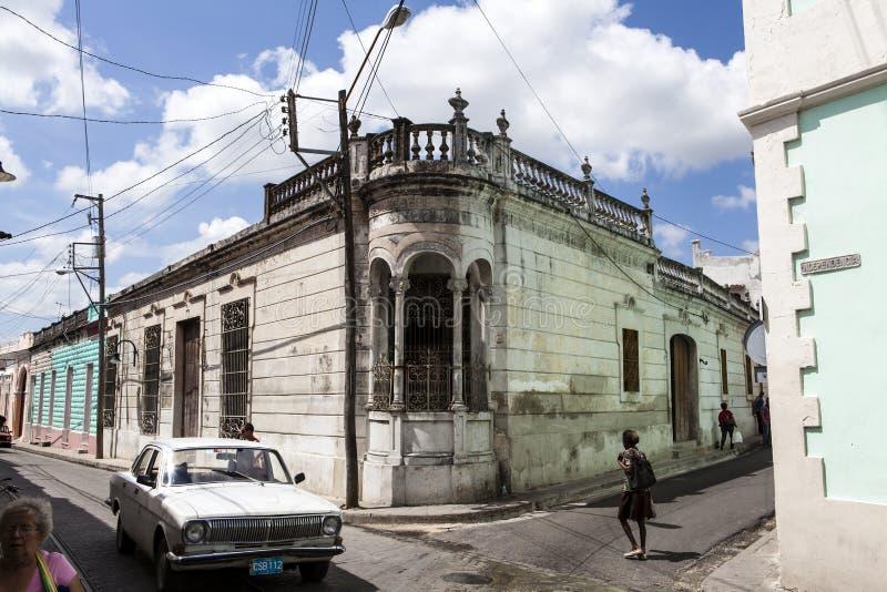 Gammalt kolonialt hus i mitten av Camaguey - Kuba arkivbilder