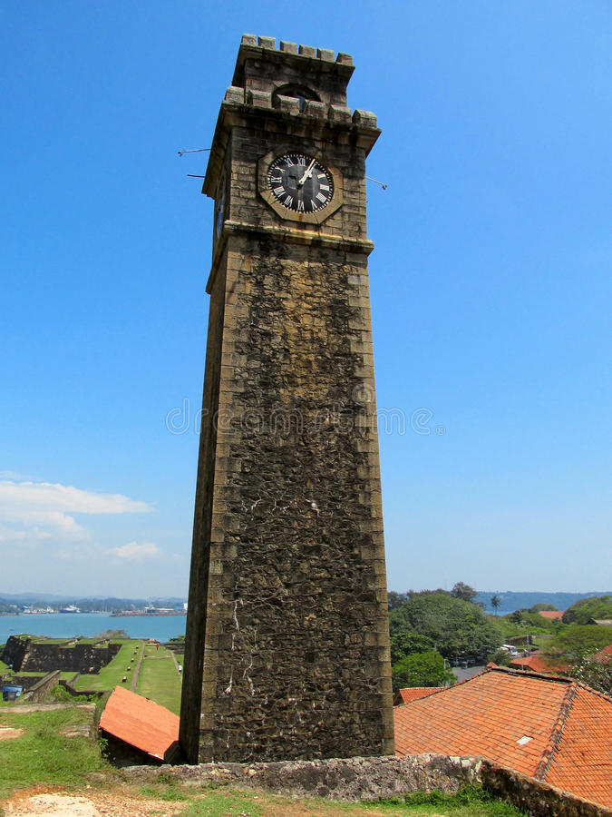 Gammalt kolonialt klockatorn i fortet Galle, Sri Lanka fotografering för bildbyråer