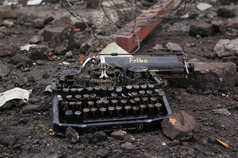 Gammalt krig för typförfattarevärld arkivfoton
