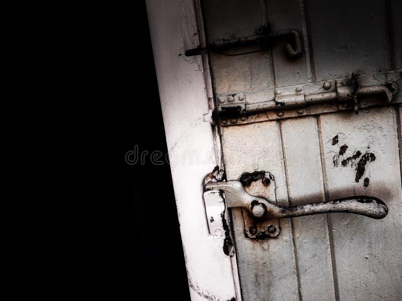 gammalt lantligt för dörr royaltyfria foton