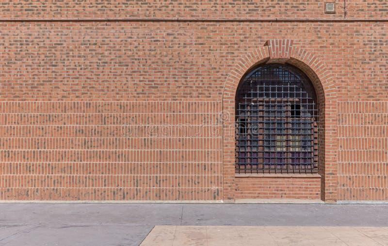 Gammalt latticed ärke- fönster royaltyfria foton