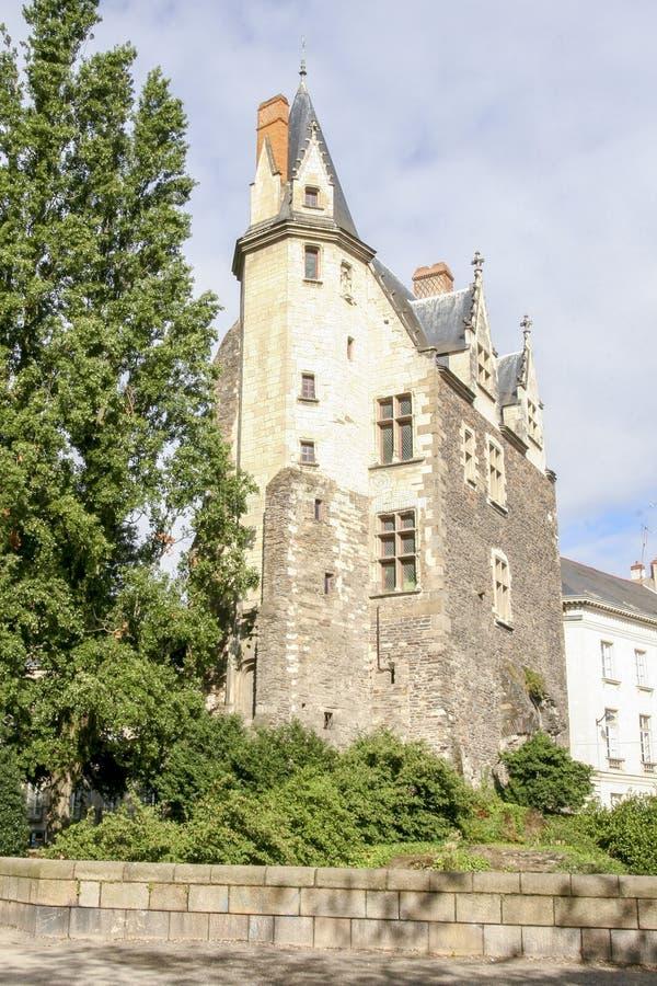 Gammalt medeltida hus i staden av Nantes i Frankrike royaltyfri foto