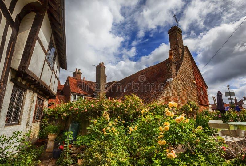 Gammalt medeltida hus i stridstaden, England royaltyfri bild