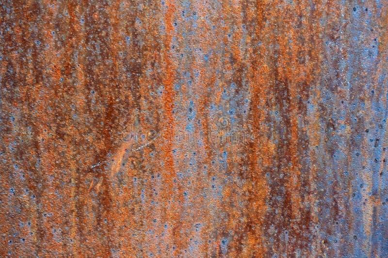 Gammalt metallark av järn med rostabstrakt begreppbakgrund royaltyfri foto