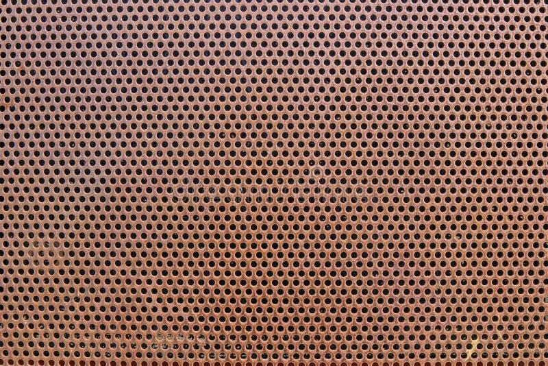 Gammalt metallark med hål arkivbild