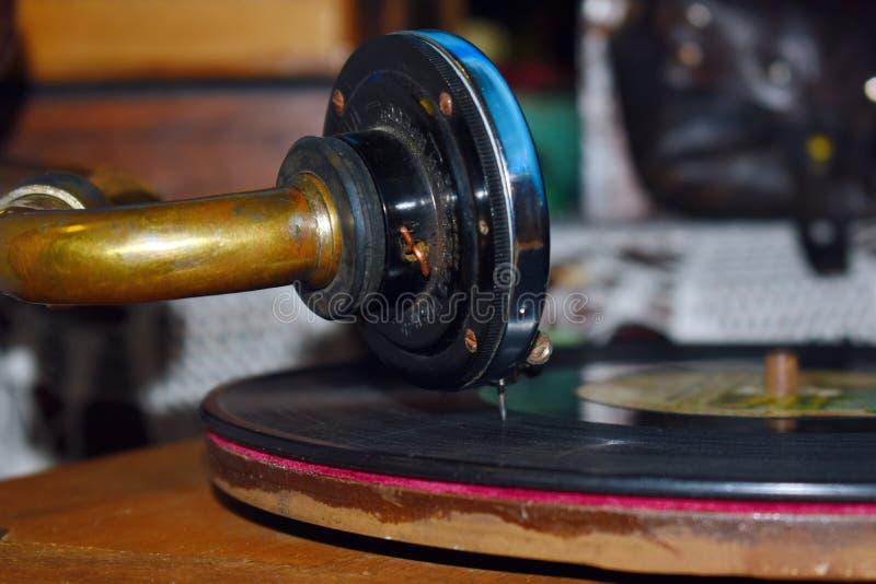 Gammalt musikaliskt skivspelarerekord av forntiden arkivbild
