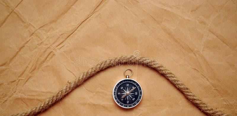 gammalt paper rep för kompass arkivbild