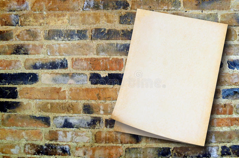 Gammalt papper på tappningväggbakgrund royaltyfri bild