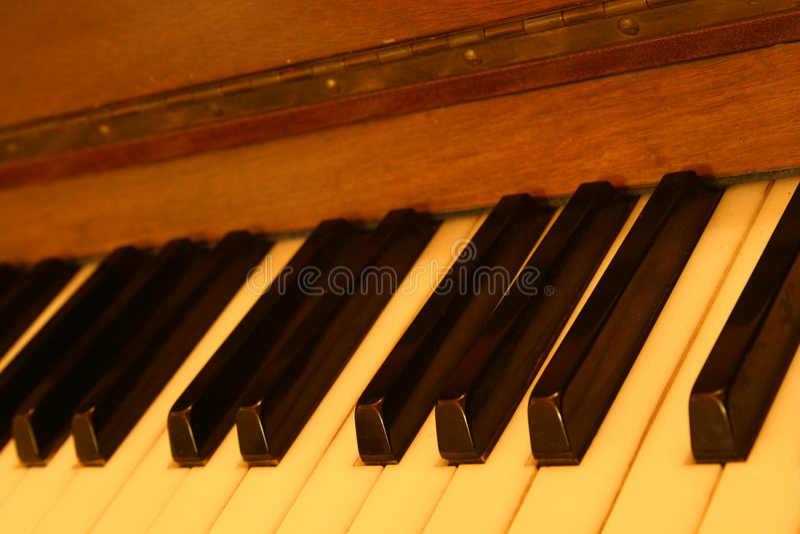 gammalt piano royaltyfri foto