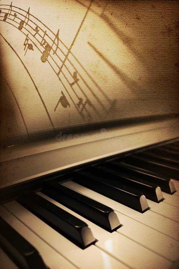 gammalt piano för elegans royaltyfri illustrationer