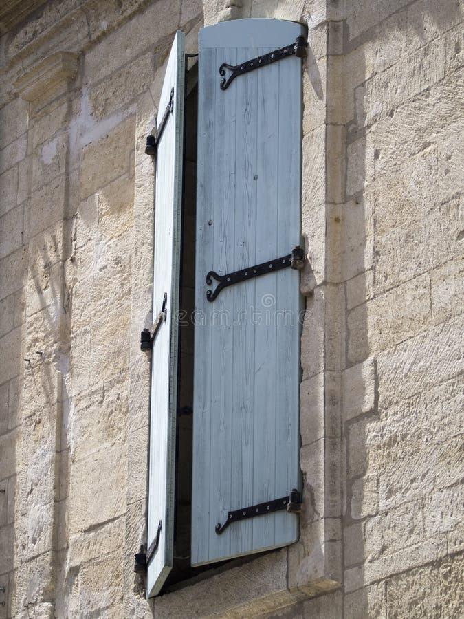 Gammalt provencal fönster royaltyfri bild