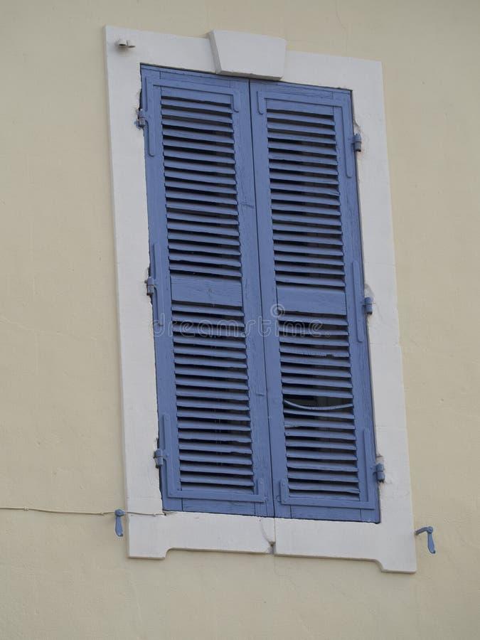 Gammalt provencal fönster arkivbild