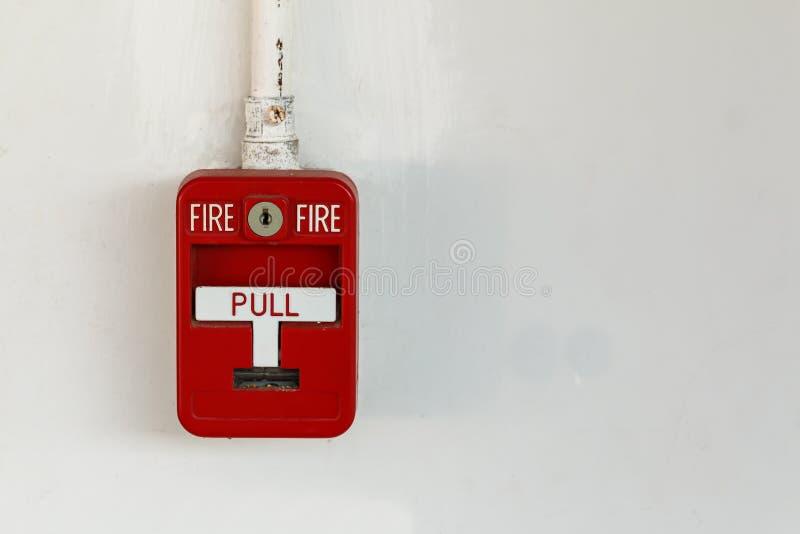 Gammalt rött askbrandlarm arkivfoto