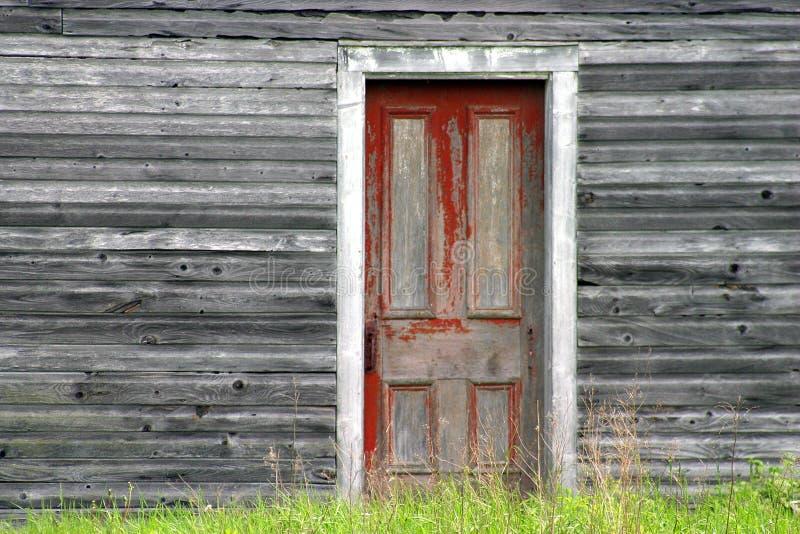 gammalt rött väggträ för dörr arkivfoto