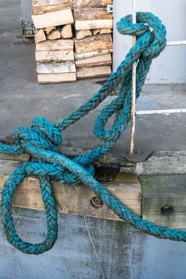 gammalt rep för bakgrund Stort havsrep royaltyfri fotografi
