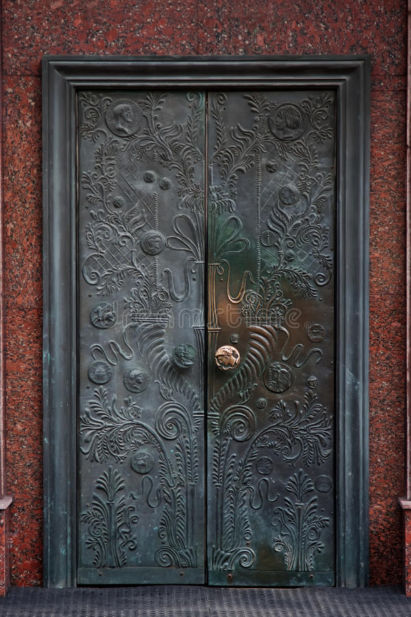 gammalt retro för bronze dörr royaltyfri foto
