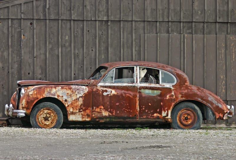 gammalt rostigt för bil royaltyfria foton