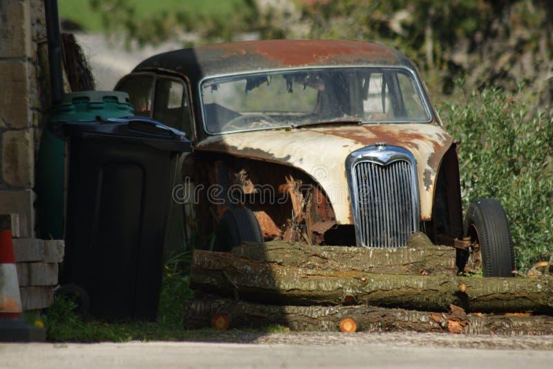 gammalt rostigt f?r bil royaltyfri bild