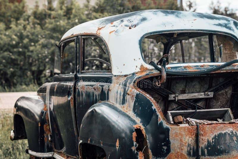gammalt rostigt haveri för bil royaltyfria bilder