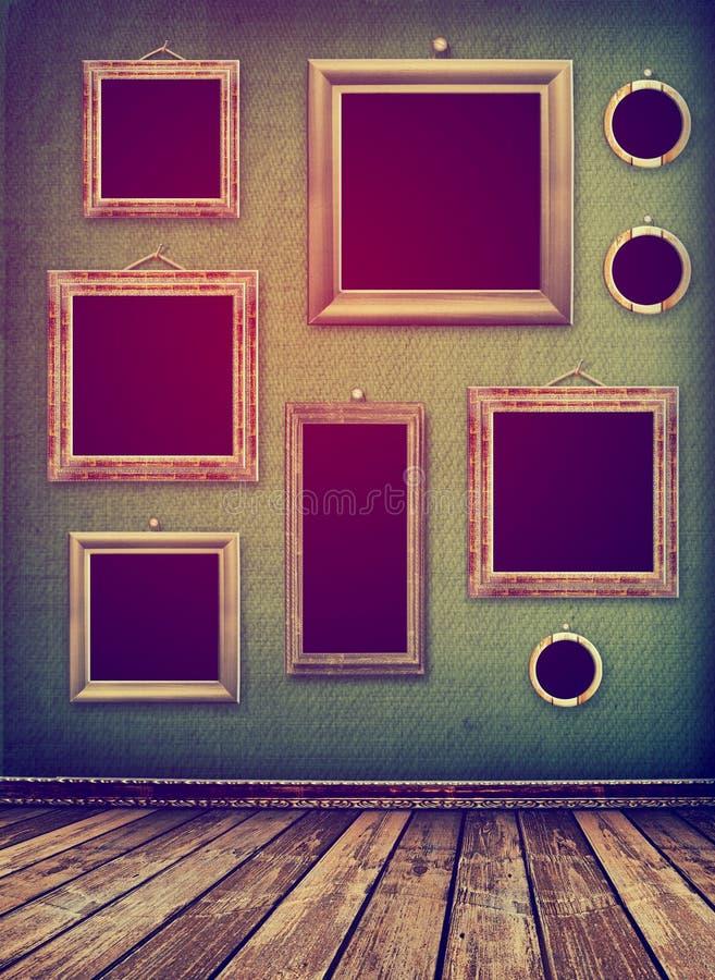 Gammalt rum, industriell inre för grunge, sliten yttersida, träfram royaltyfria bilder