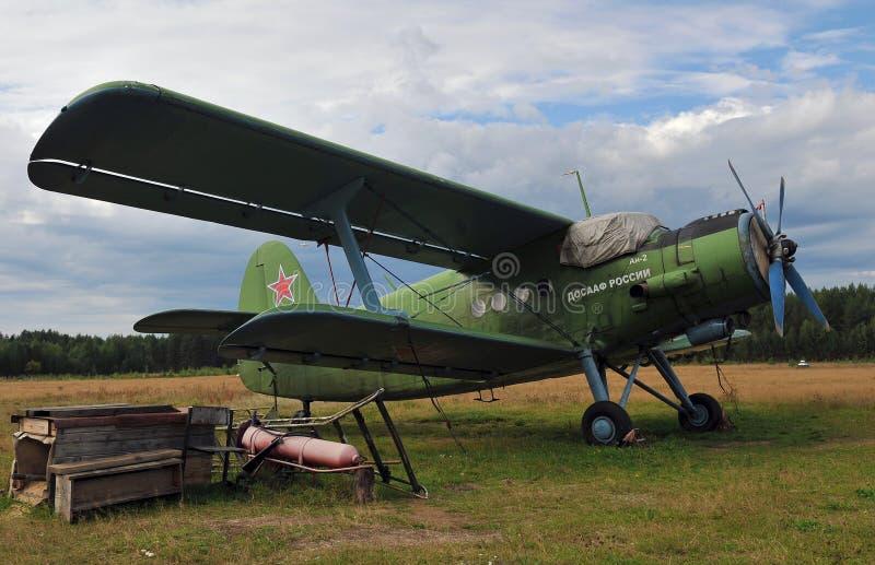 Gammalt ryskt militärt flygplan royaltyfri bild