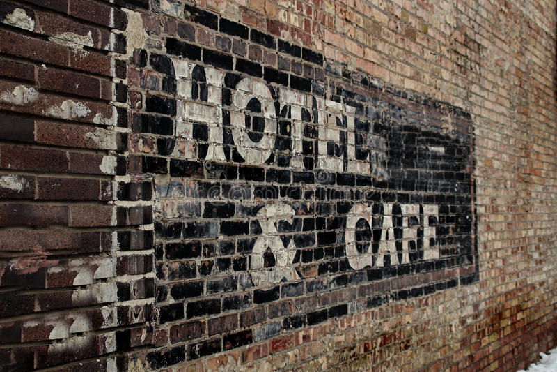 Gammalt slitet ut hotelltecken arkivfoton