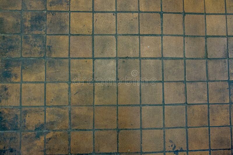 gammalt smutsa ner tegelplattaväggen fotografering för bildbyråer