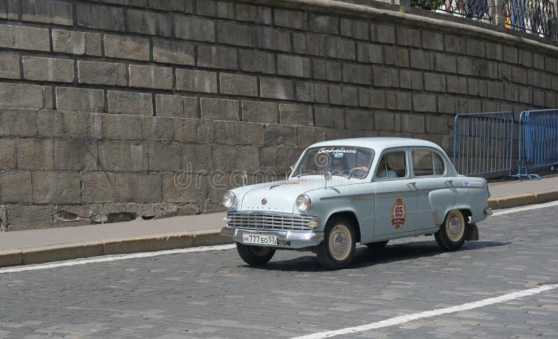 Gammalt sovjetiskt medel Moskvitch 403 arkivfoto