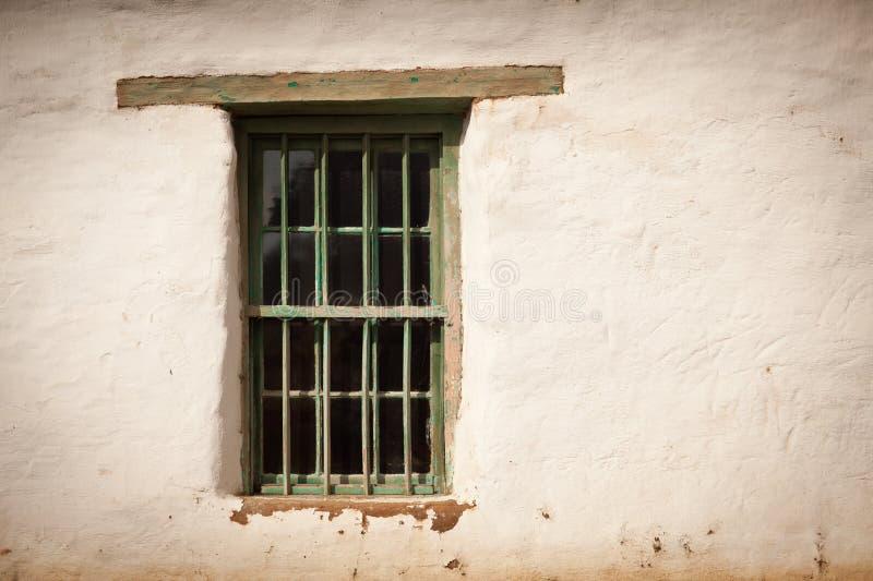 gammalt spanskt väggfönster royaltyfri bild