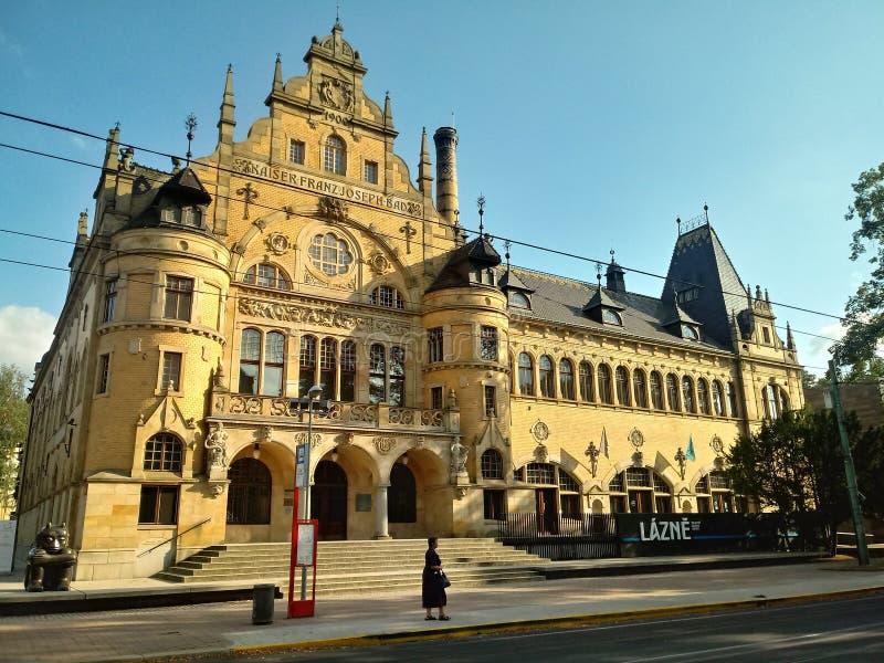 Gammalt stadsbadhus i Liberec i Tjeckien royaltyfria foton