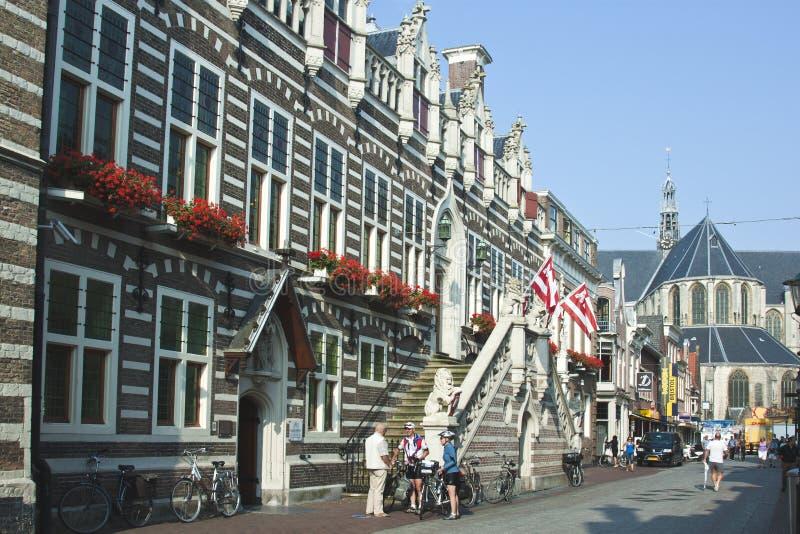 Gammalt stadshus av Alkmaar i Nederländerna royaltyfria foton